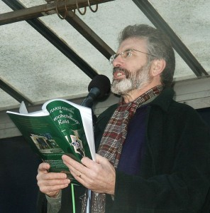 800px-Gerry_Adams_reading_into_mic